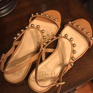 Vince camuto nude/ gold sandals